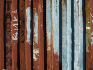04.09.2011_Rusty-container.jpg