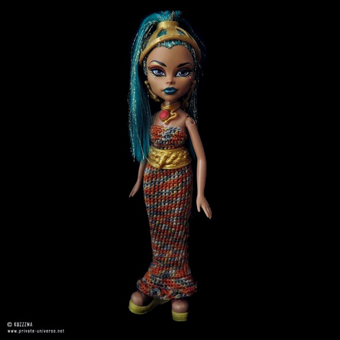 Now, that's an egyptian doll.. Nefera Dr Nile on Bratz body - with proportions of ushabti, #OOAK by my friend, now stays with me.
