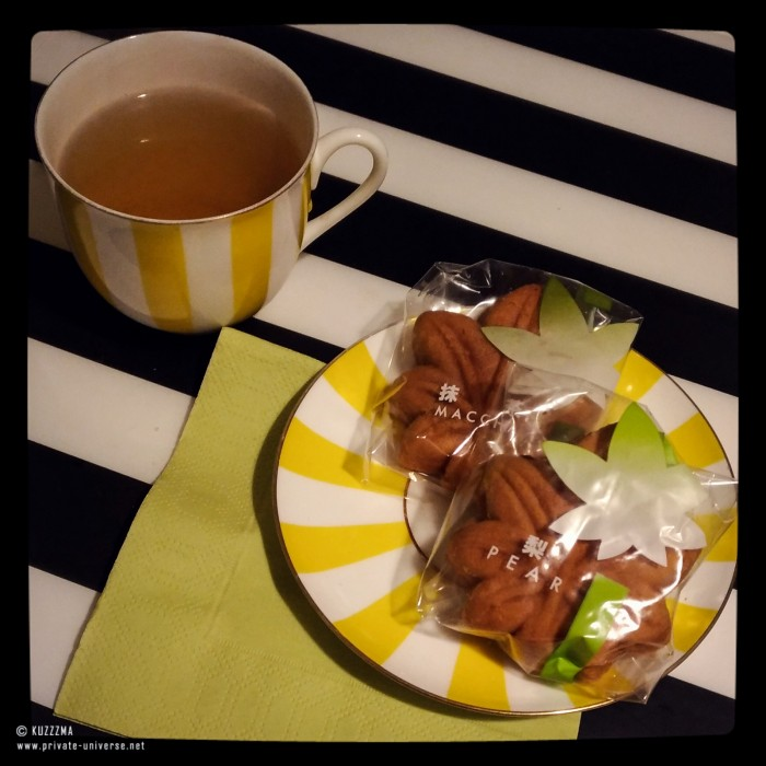 29.11.2016_Green-tea-and-japanese-cookies.jpg