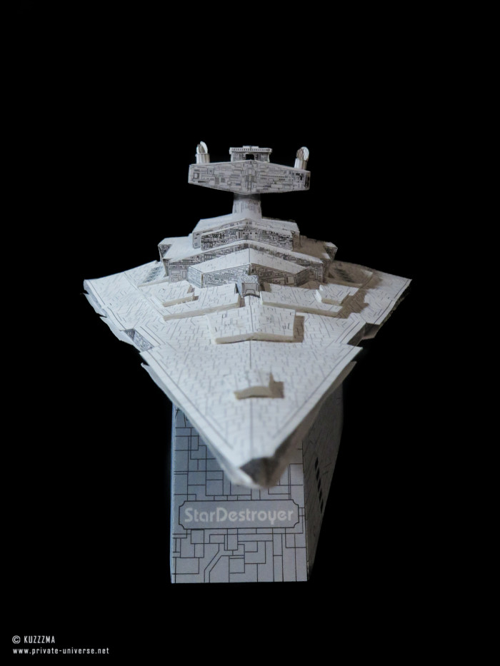 01.02.2020_Imperial-Star-Destroyer-papercraft-with-stand.jpg